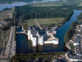 une photo du chateau de Sully sur Loire
